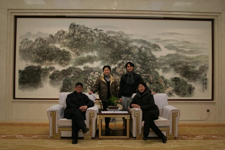 耿明先生为铁山宾馆中央会议厅创作山水巨作